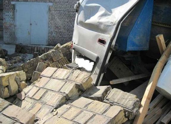 У Києві знову обвалився будинок: під завали загинула людина  - фото 2