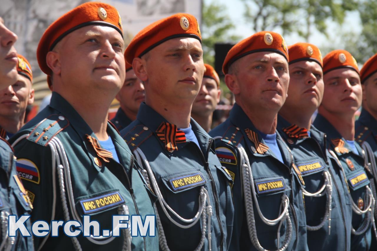 Побєдобєсіє в зеніті: В окупованому Криму дітей на 9 травня нарядили церквами - фото 3