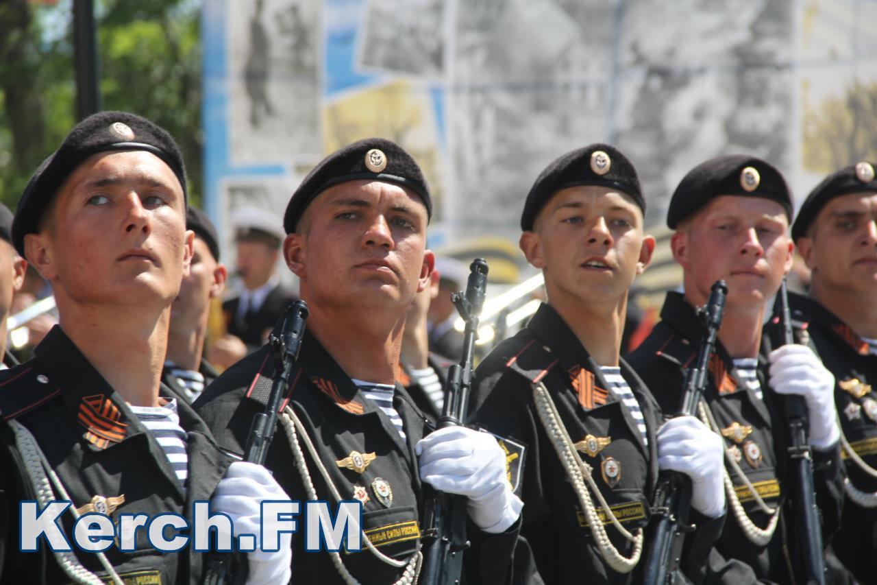 Побєдобєсіє в зеніті: В окупованому Криму дітей на 9 травня нарядили церквами - фото 4