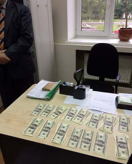 """Голова райдержадміністрації """"погорів"""" на хабарі у $30 тисяч - фото 1"""