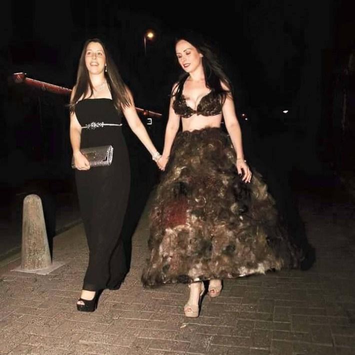 Епатажна дизайнерка пошила плаття з лобкового волосся незнайомців - фото 3