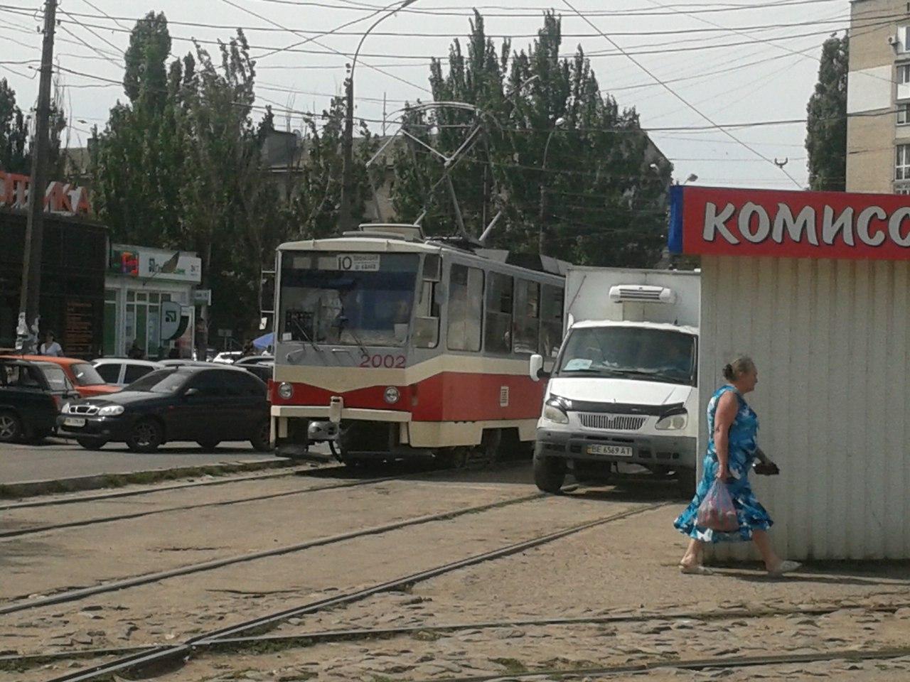 У Миколаєві нахабні водії продовжують блокувати рух трамваїв - фото 5