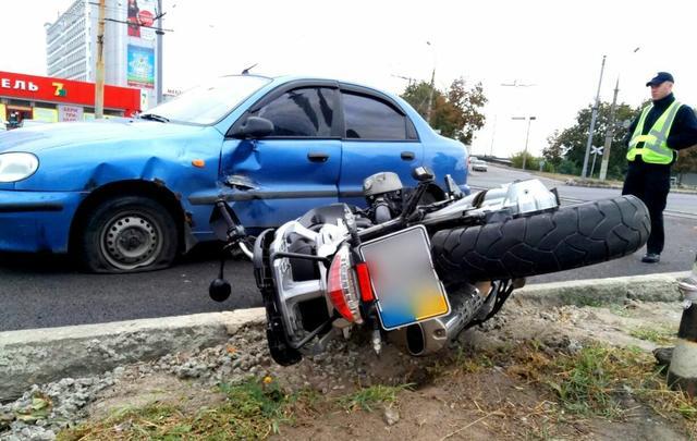 У Харкові Daewoo врізався у мотоцикл - фото 1