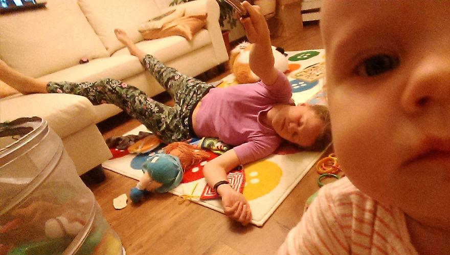 Росіянка з селфі-палкою показала, як насправді виглядає день матусі - фото 14