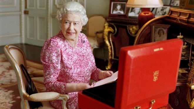 Як старіє Єлизавета ІІ: найяскравіші фото від дитинства і до сьогодні  - фото 25