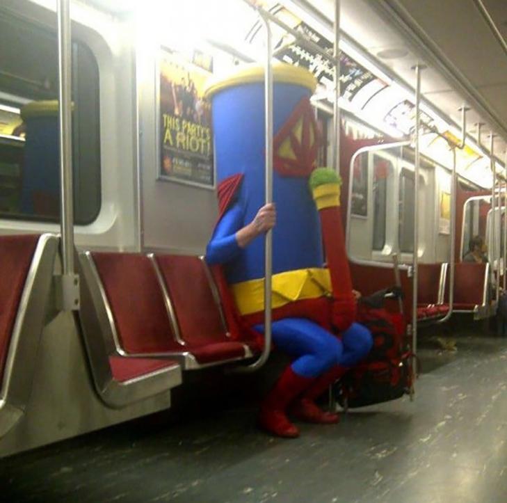 35 неймовірних диваків у метро - фото 13