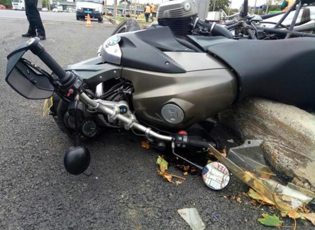 У Харкові Daewoo врізався у мотоцикл - фото 2