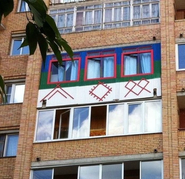 ТОП-20 балконів, володарі яких плювали на оточуючих - фото 11