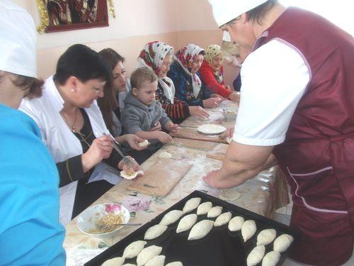 Жмеринчани випекли півсотні пиріжків для АТОвців - фото 1