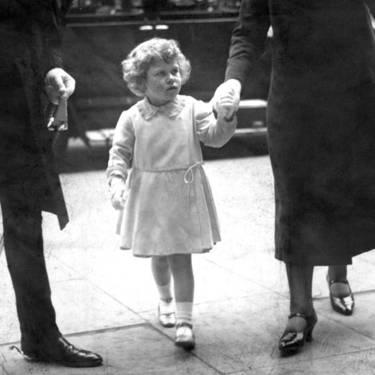 Як старіє Єлизавета ІІ: найяскравіші фото від дитинства і до сьогодні  - фото 2