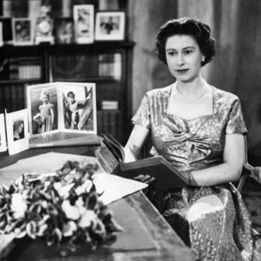 Як старіє Єлизавета ІІ: найяскравіші фото від дитинства і до сьогодні  - фото 13