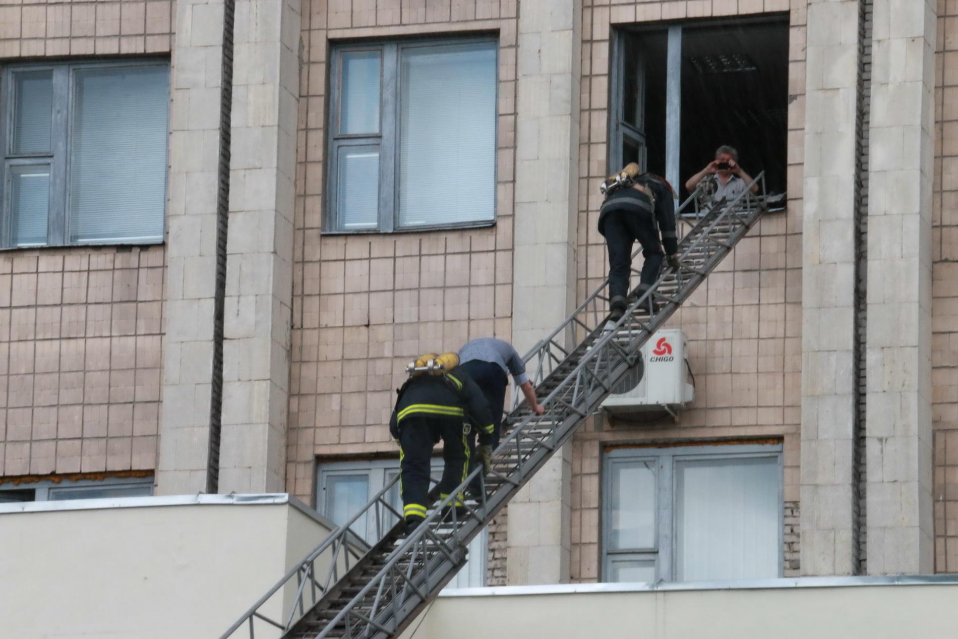 З харківського вишу евакуювали три сотні людей  - фото 5