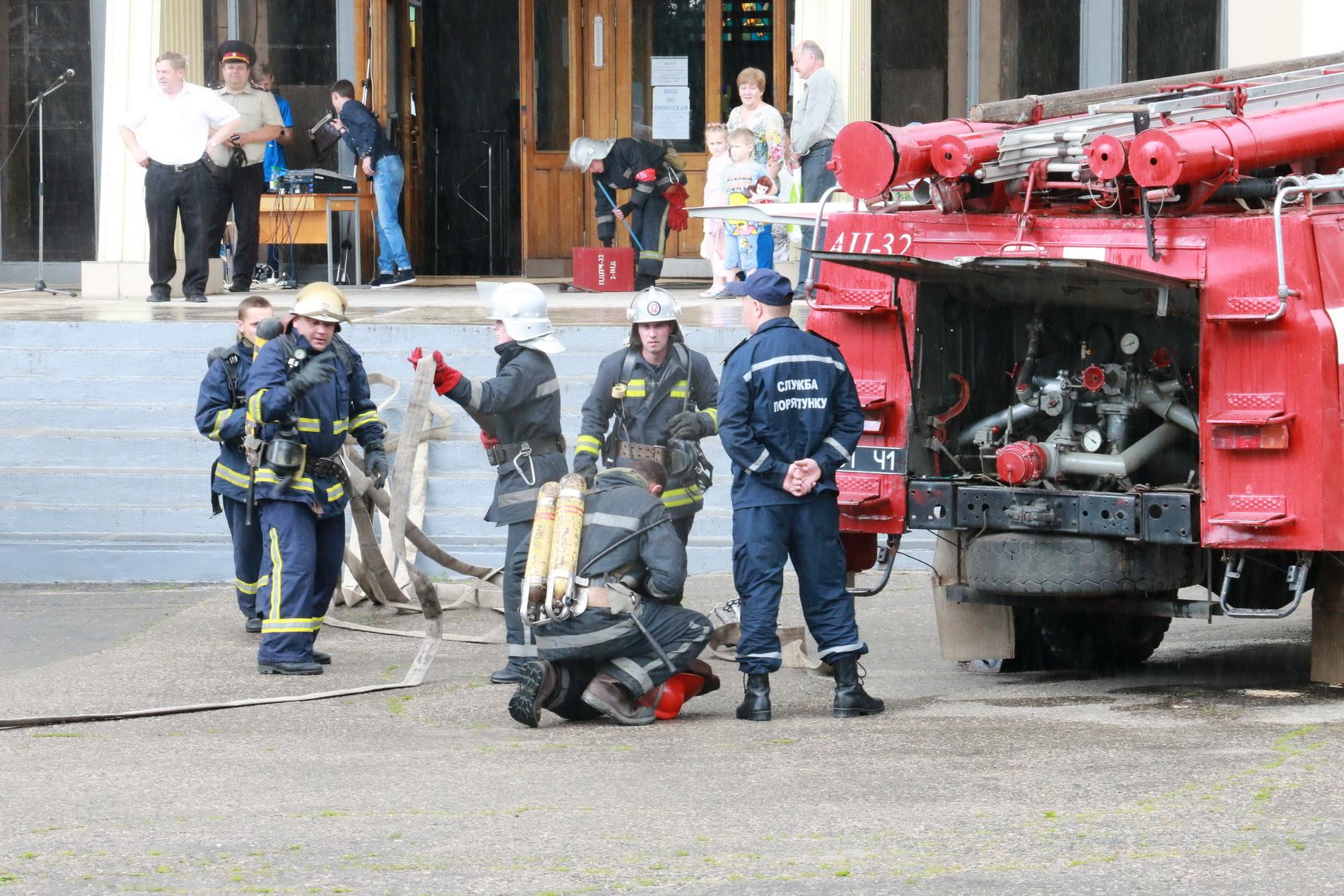 З харківського вишу евакуювали три сотні людей  - фото 4