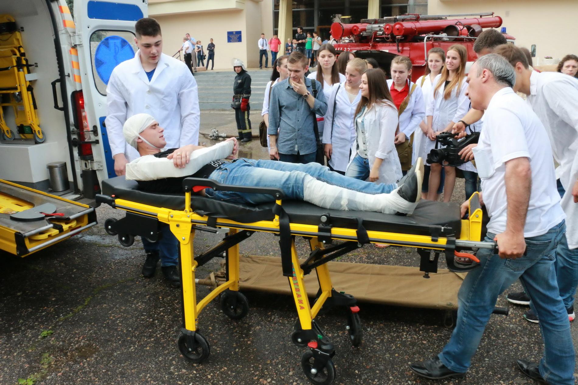 З харківського вишу евакуювали три сотні людей  - фото 2