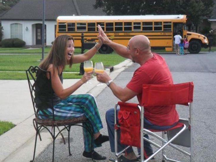 15 нестримно щасливих батьків, які, нарешті, відправляють дітей до школи - фото 15