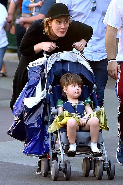 """Чому син Адель одяг до Діснейленду сукню Анни з """"Холодного серця"""" - фото 1"""