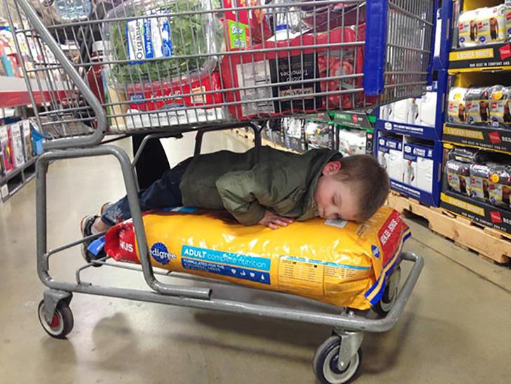 35 кумедних доказів того, що діти можуть заснути де завгодно - фото 13