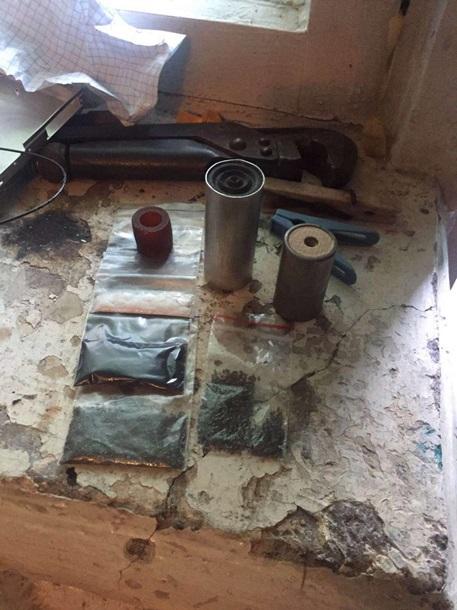 У Миколаєві військовий-контрактник та студент налагодили виробництво вибухівки - фото 2