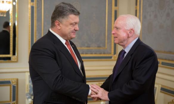 Порошенко з МакКейном обговорив ситуацію на Донбасі та реформи в Україні - фото 1