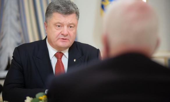 Порошенко з МакКейном обговорив ситуацію на Донбасі та реформи в Україні - фото 2