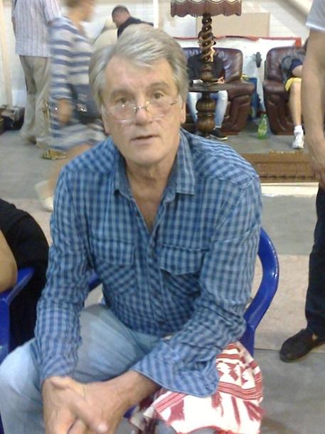 """Ющенко """"засвітився"""" на блошиному ринку в Києві  - фото 1"""