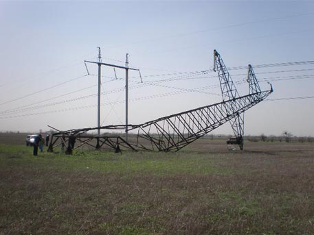 «Правий сектор» непустив ремонтників доповалених ЛЕП