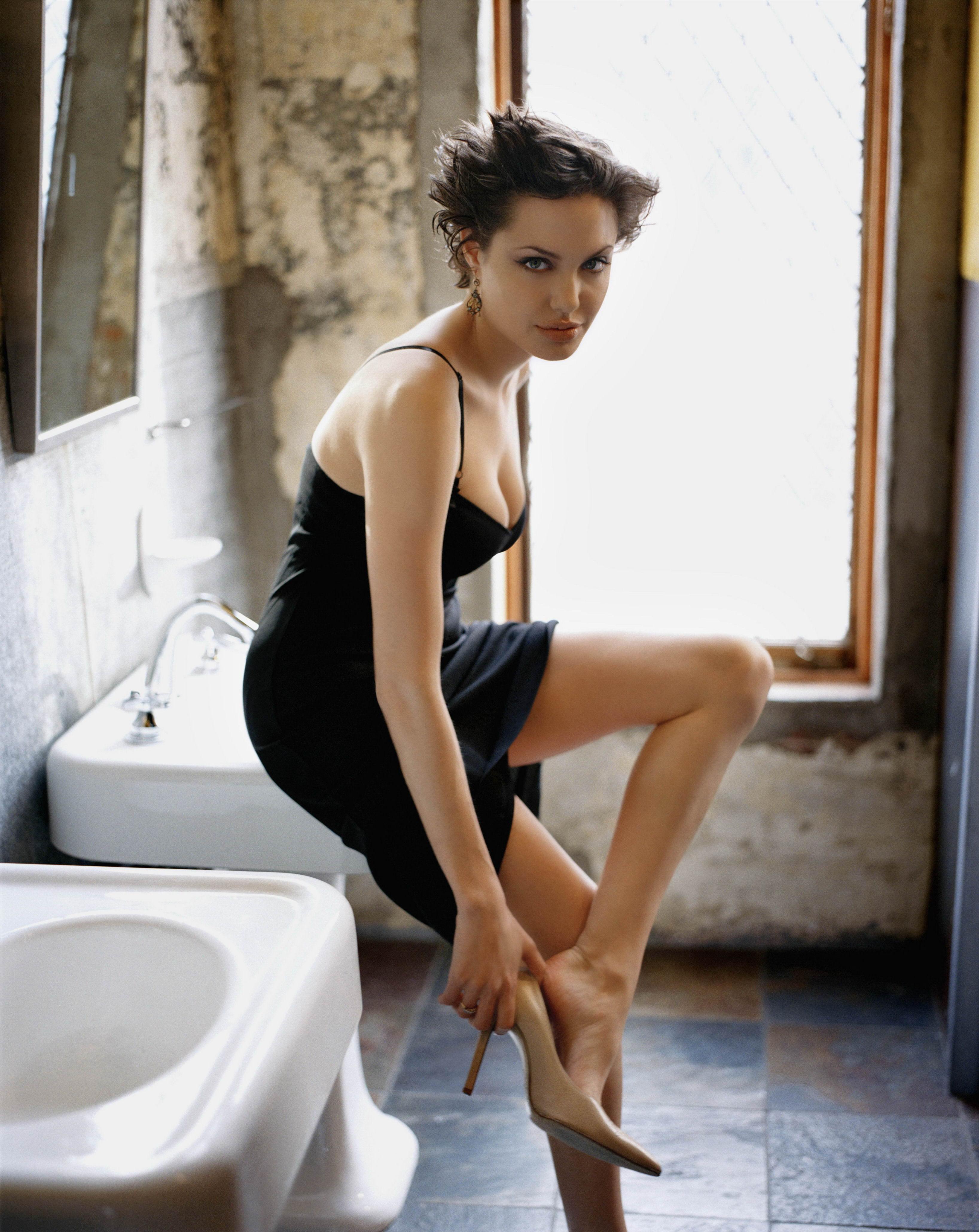 Кожній країні по Анджеліні: Як виглядають двійники Анджеліни Джолі - фото 14