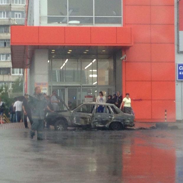 У Харкові через родинний конфлікт брат підпалив машину брата - фото 1