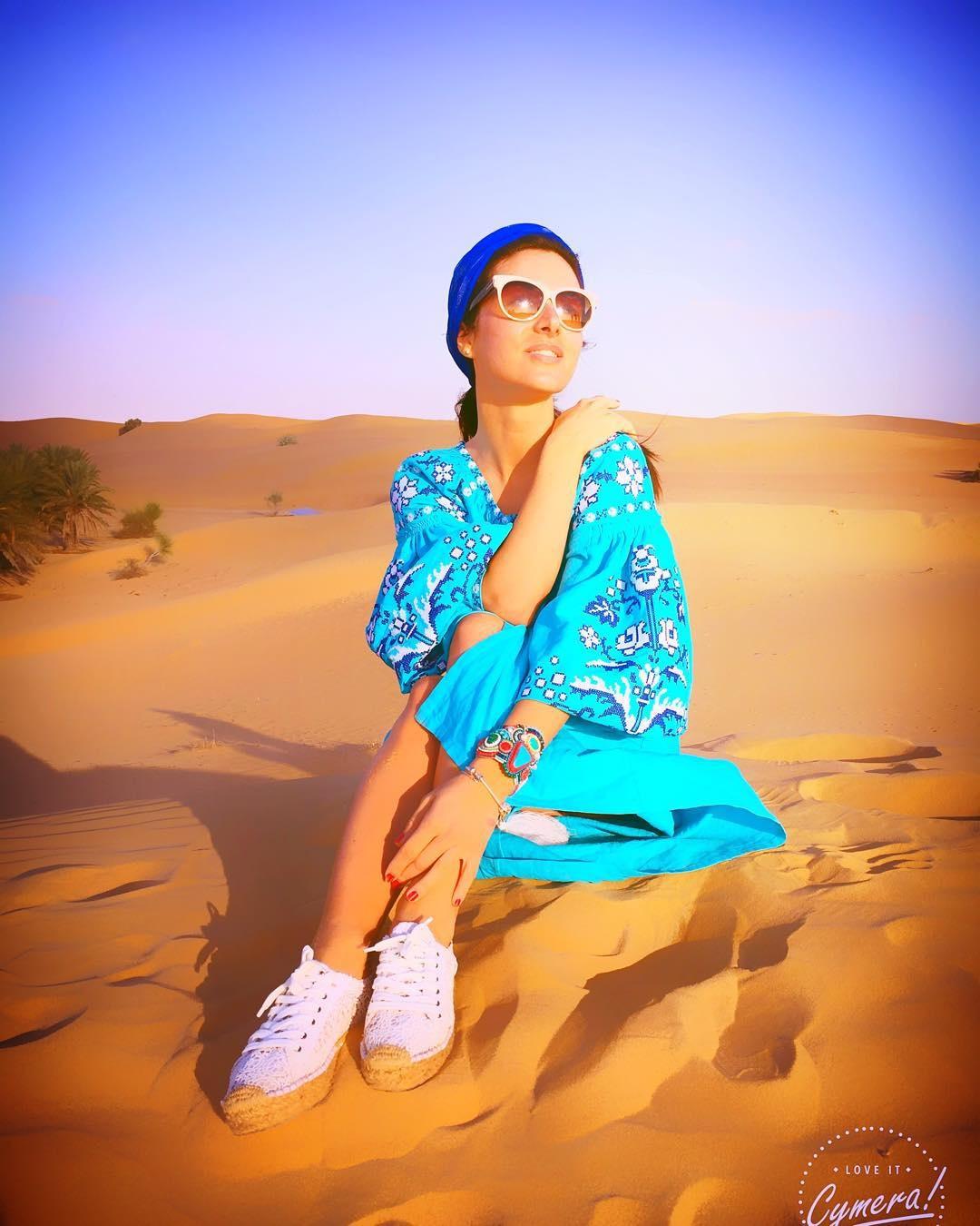 Як Огнєвіч позувала у пустелі у вишиванці за 8 тисяч гривень - фото 1