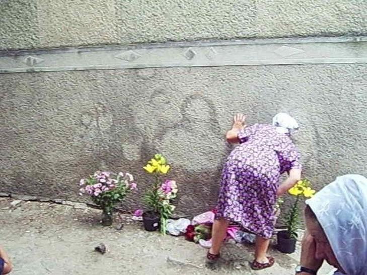 В Чернівецькій області селяни сприйняли плями від сечі за лик Богородиці - фото 2