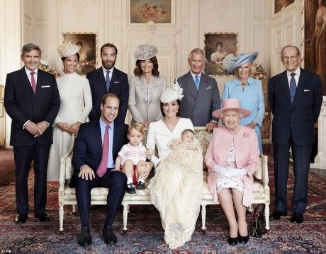 Як старіє Єлизавета ІІ: найяскравіші фото від дитинства і до сьогодні  - фото 27