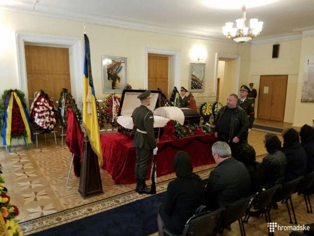 Депутати пішли з засідання раніше, щоб попрощатися з Тарановим  - фото 1