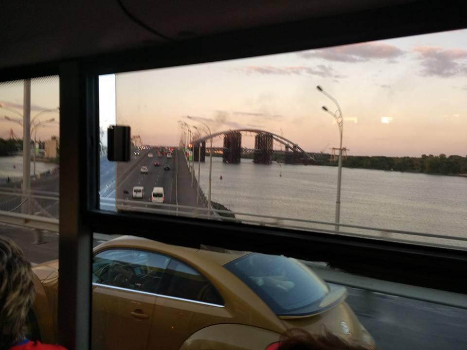 У Києві горить недобудований Подільський мостовий перехід - фото 2