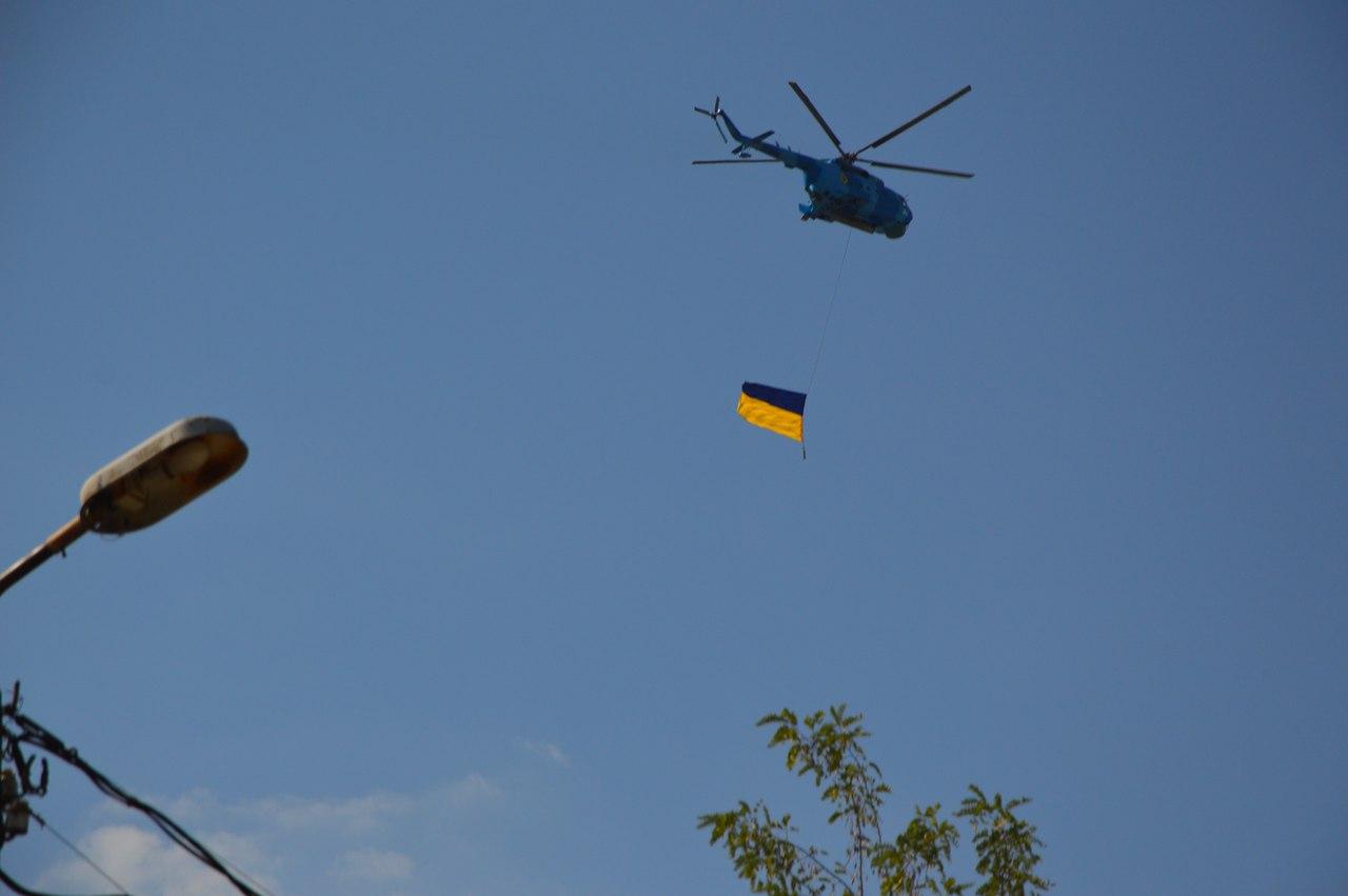 В небо над Миколаєвом здійнялись гвинтокрили-прапороносці - фото 2