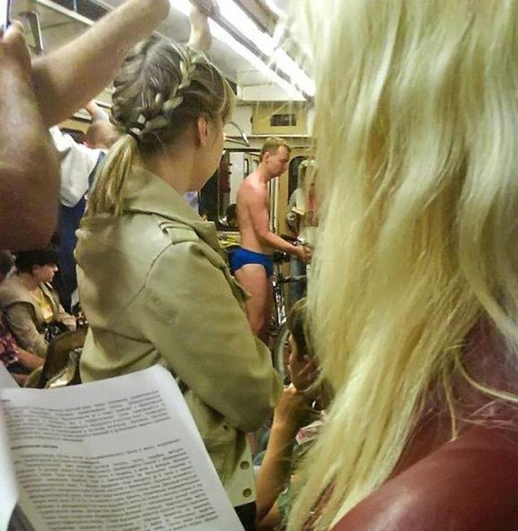 35 неймовірних диваків у метро - фото 11