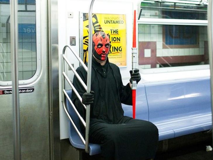 35 неймовірних диваків у метро - фото 34