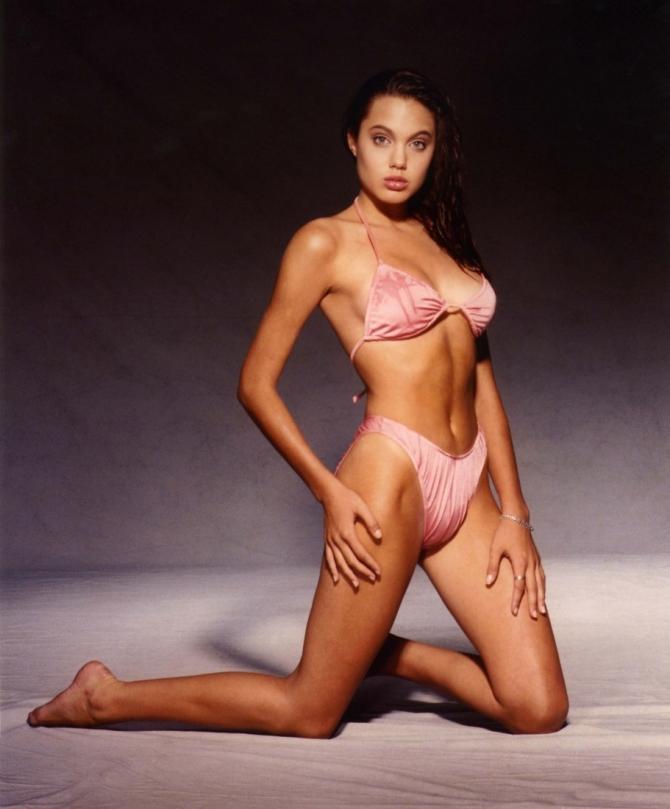Кожній країні по Анджеліні: Як виглядають двійники Анджеліни Джолі - фото 12