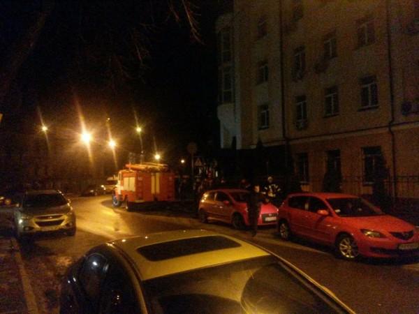 У Києві горить Головне слідче управління ГПУ, - ЗМІ - фото 1