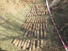 На Вінниччині на березі Дністра знайшли майже сотню снарядів - фото 1