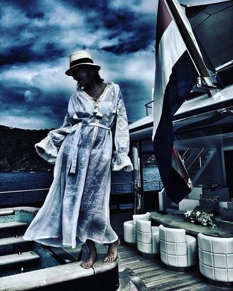 Собчак похизувалася розкішною вишиванкою української дизайнерки  - фото 1