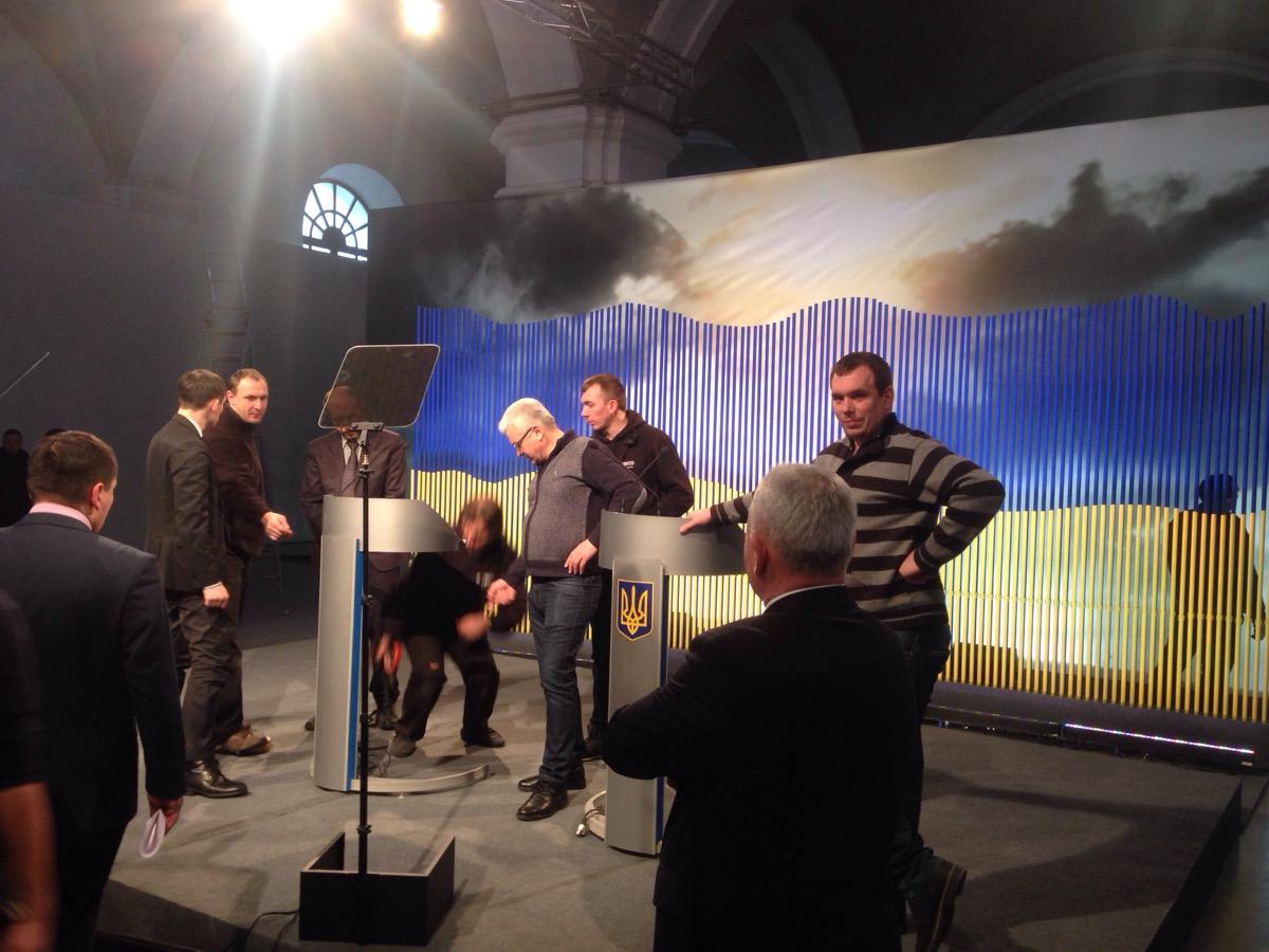 Як Порошенко бюджетно частвував журналістів перед прес-конференцією - фото 3