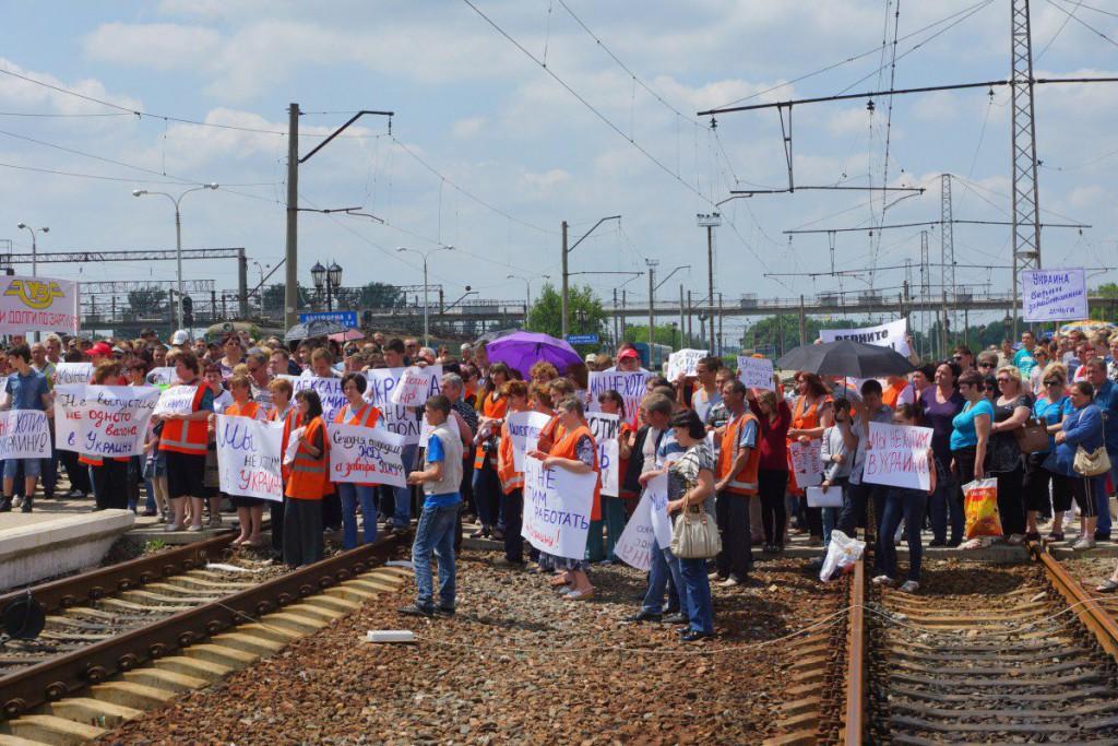 """Залізничники з Ясинуватої, що працюють на """"ДНР"""", вимагають зарплат від України - фото 3"""