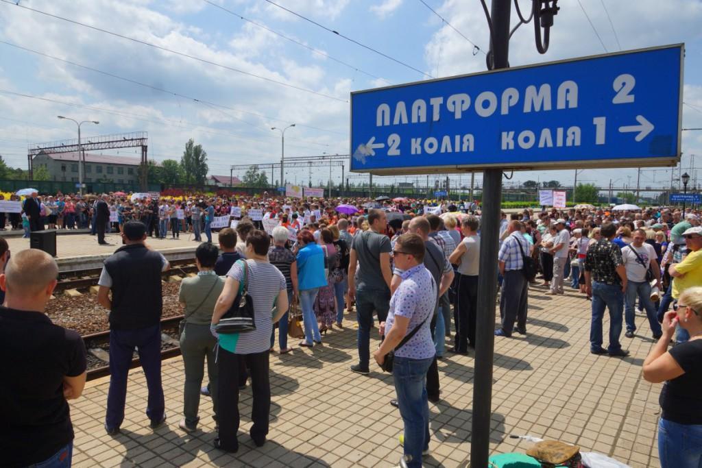 """Залізничники з Ясинуватої, що працюють на """"ДНР"""", вимагають зарплат від України - фото 4"""