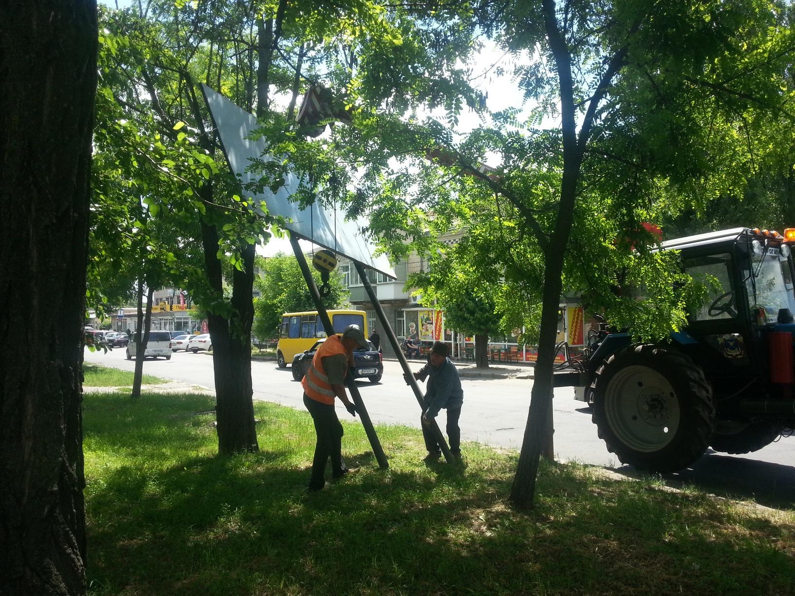 Почистішало: У Миколаєві демонтували 31 рекламну конструкцію