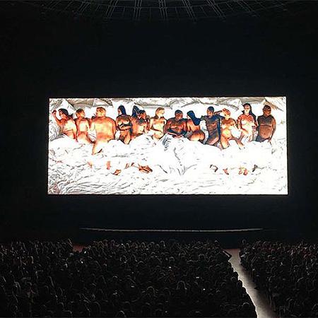 Чоловік Кардашіан роздягнув зірок у новому відео  - фото 2