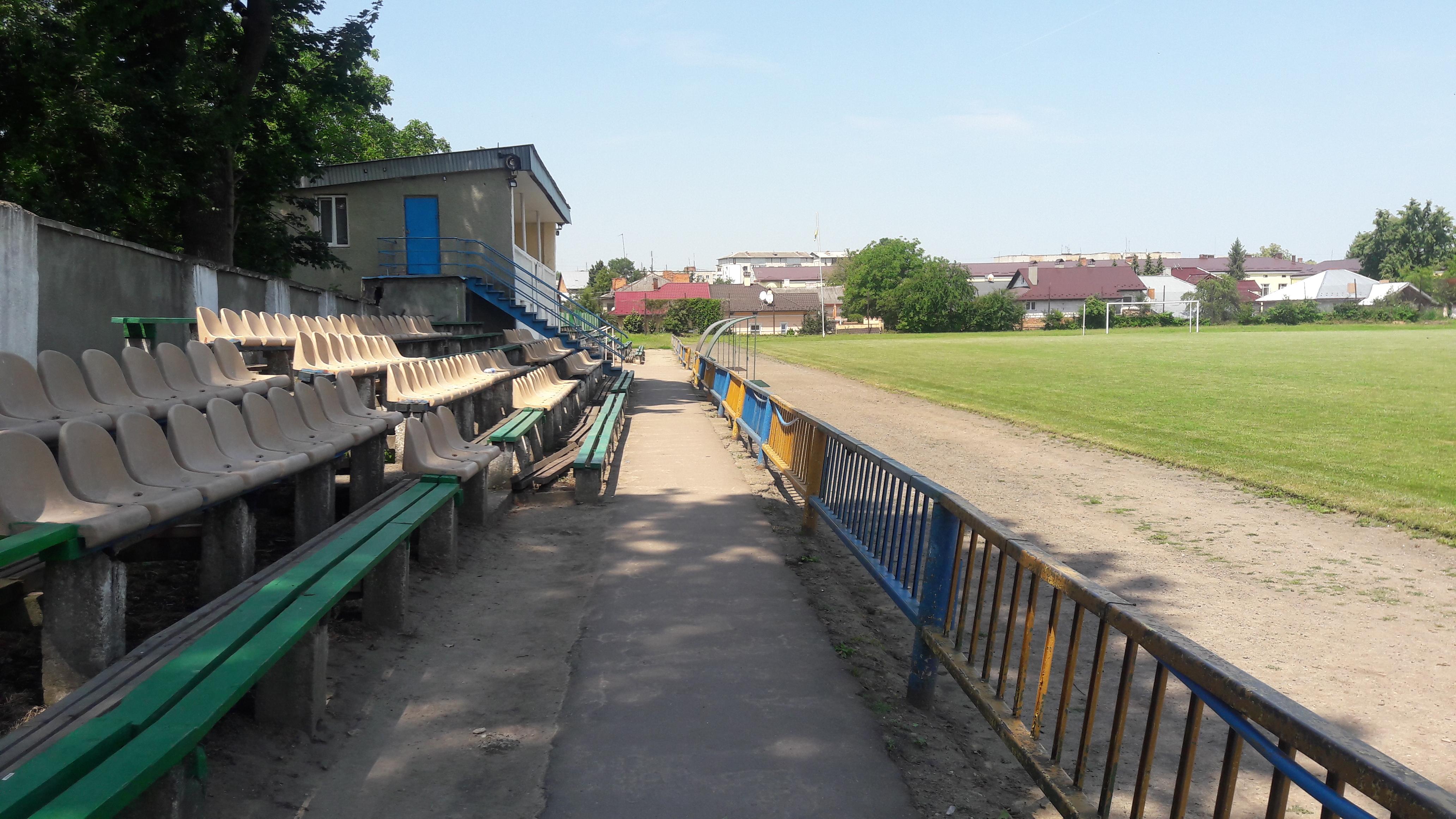 Провінційні стадіони України: Дерев'яно-пластикова арена у Самборі - фото 13