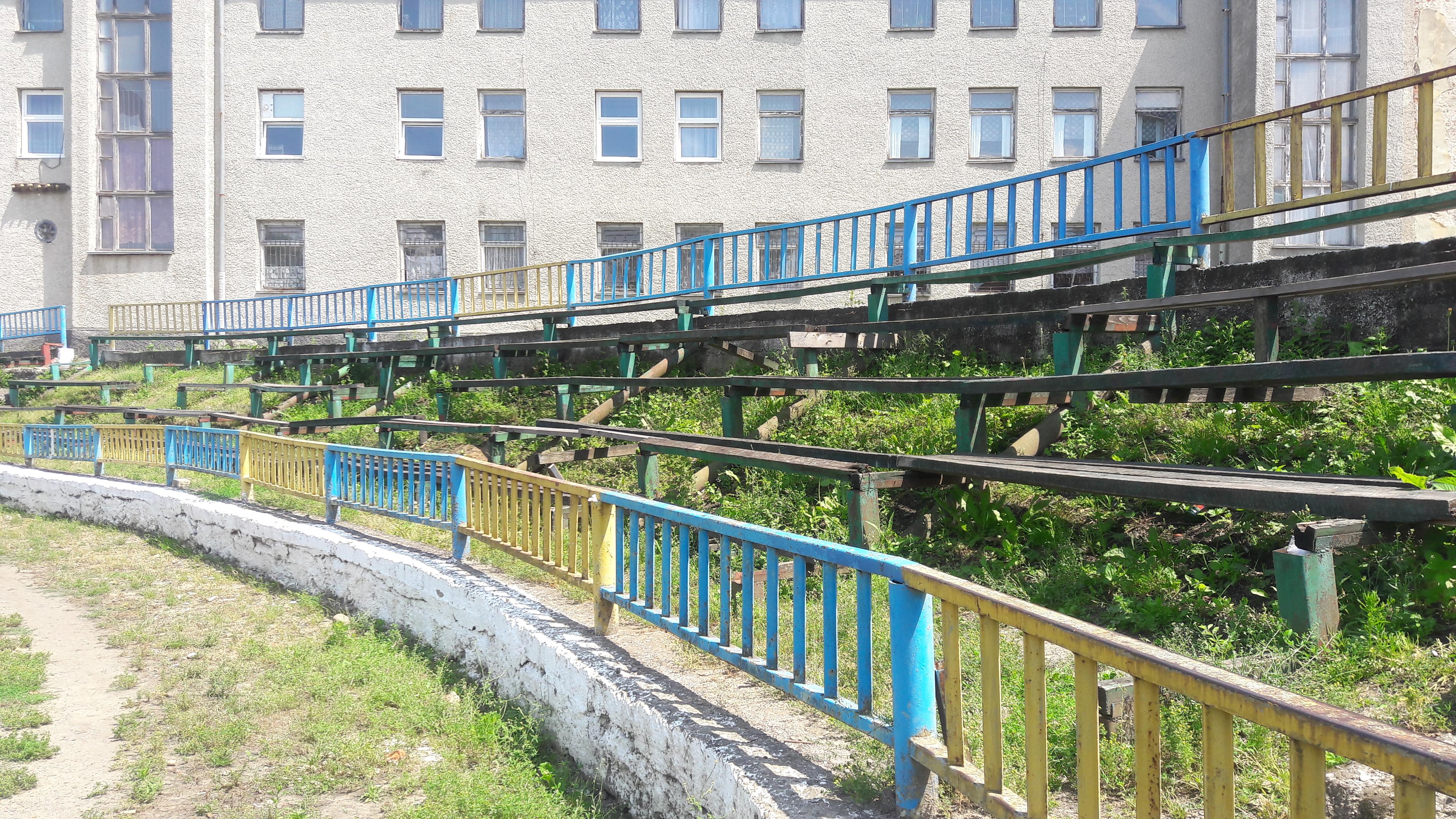 Провінційні стадіони України: Дерев'яно-пластикова арена у Самборі - фото 8