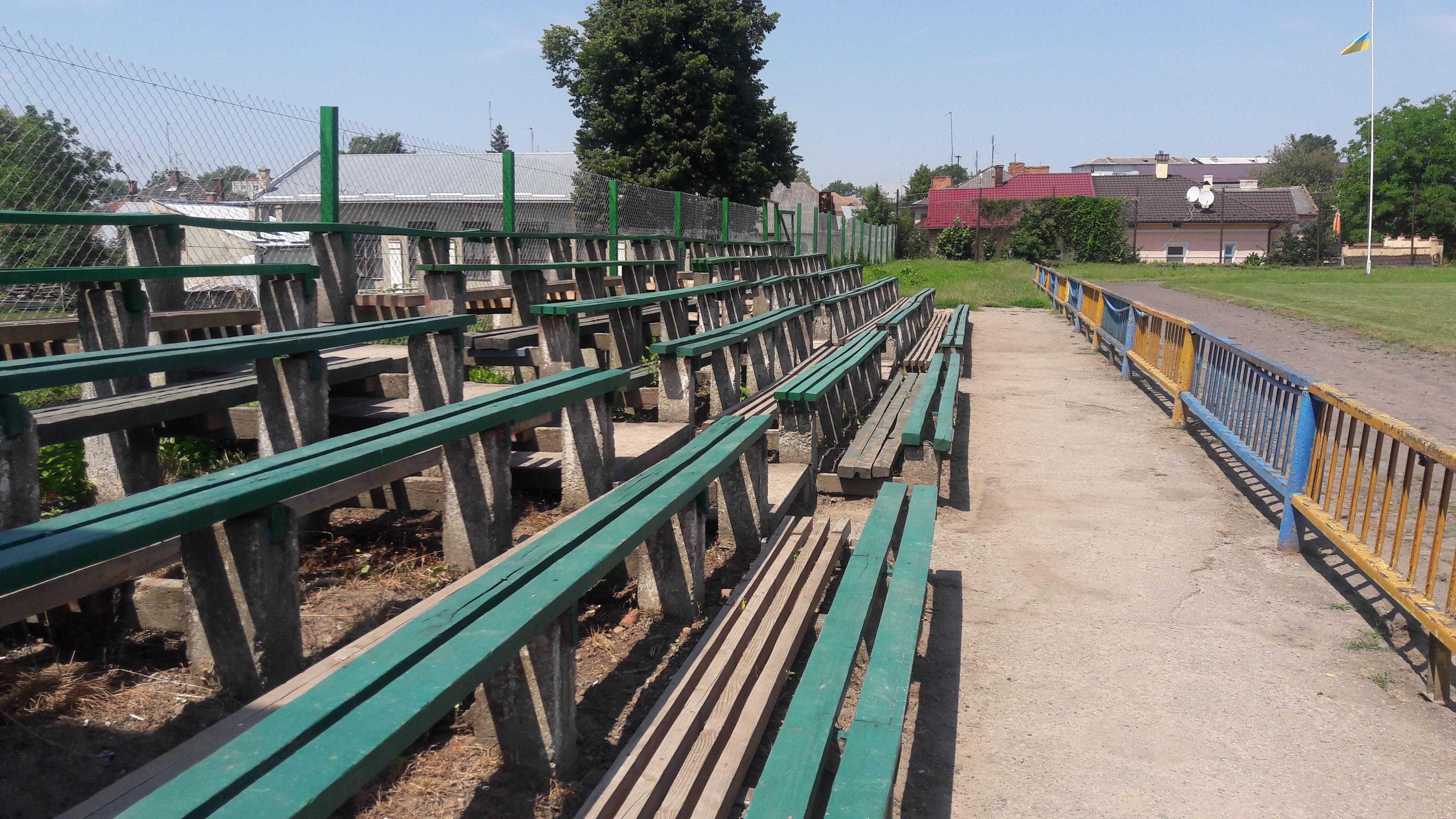 Провінційні стадіони України: Дерев'яно-пластикова арена у Самборі - фото 7