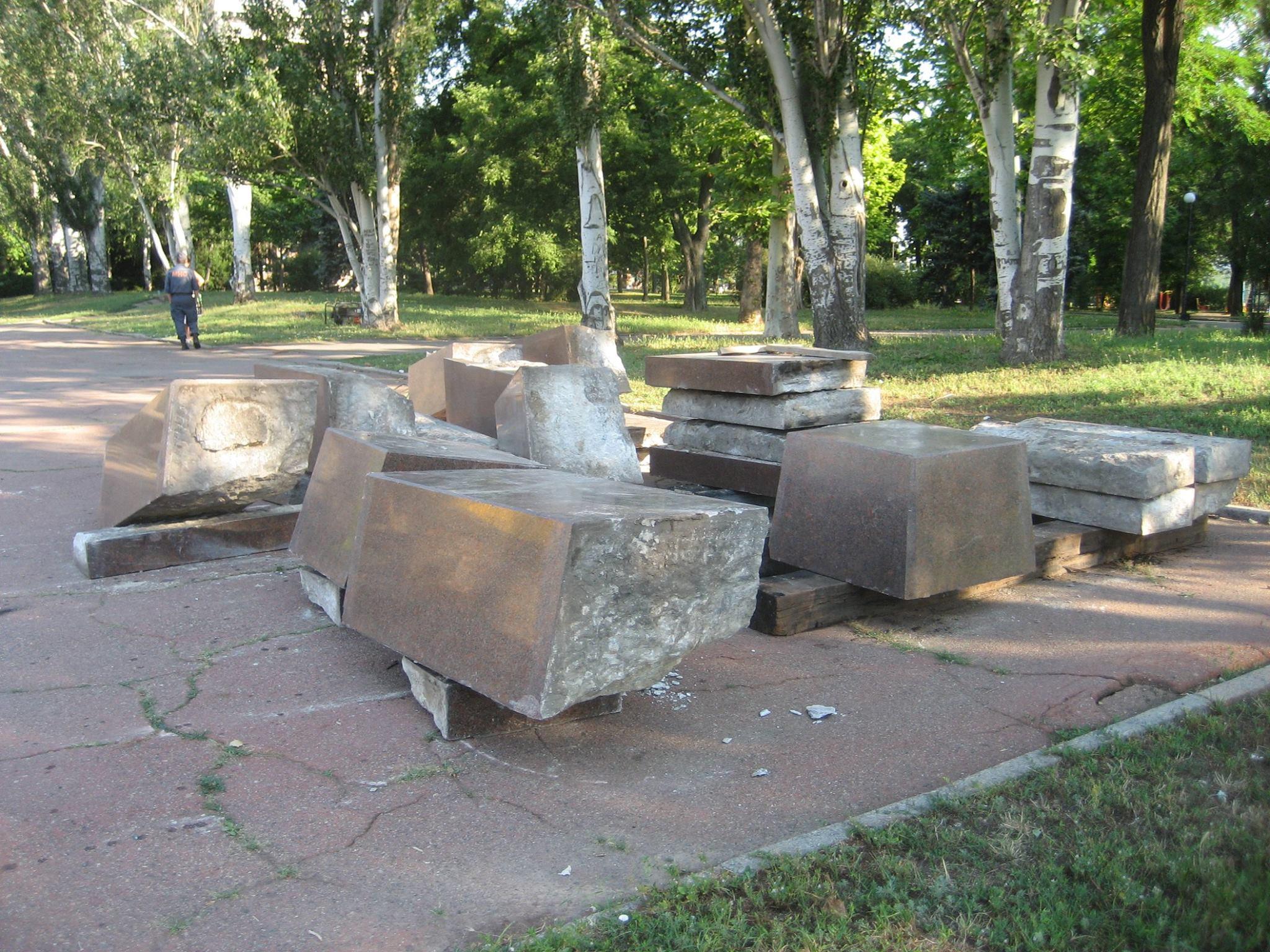 У Миколаєві демонтують постамент Леніну - фото 4