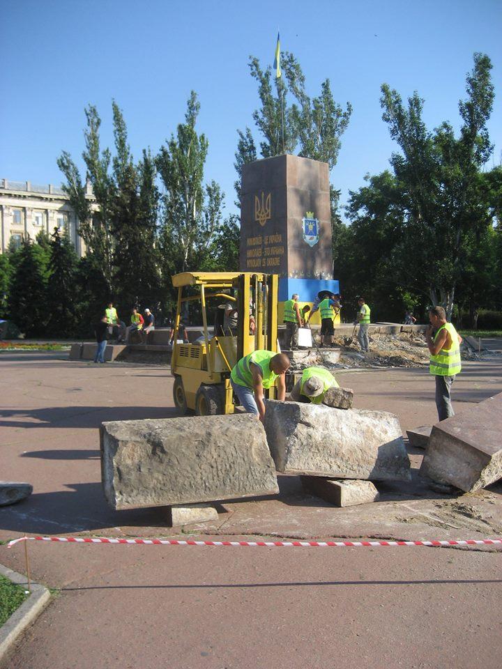 У Миколаєві демонтують постамент Леніну - фото 2